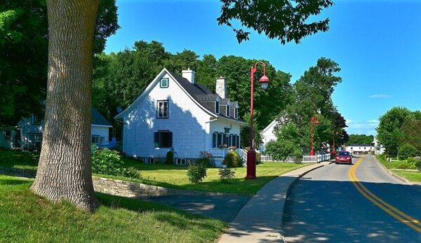 view of a suburban neighborhood